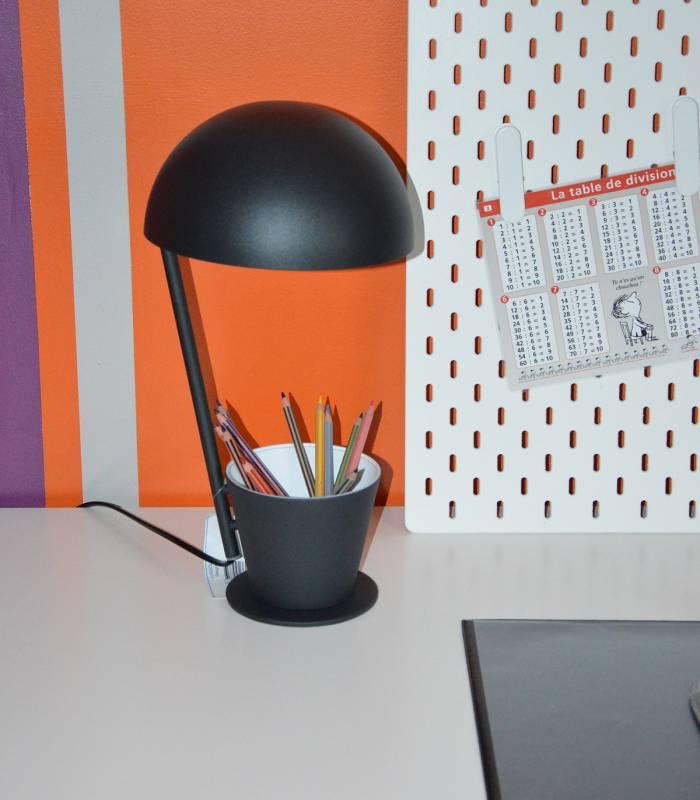 lampe et pot à crayon